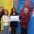 Cheque Innovatieve Projecten vlnr Dennie Boxem, Kim Egberts, Leonie van de Brom, Frits Prins